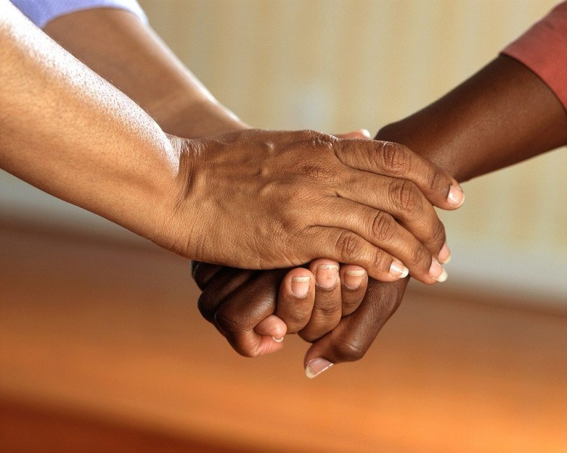 clasped-hands-541849_1280